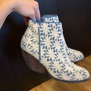 Summery Lace Booties size 6.5
